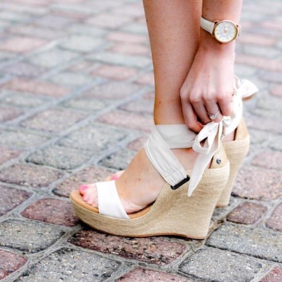6831666fa106 UGG Jules Platform Wedge Sandal. M 5a839007331627c39d217e32
